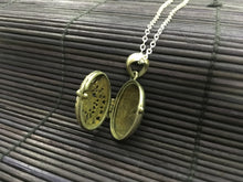 Load image into Gallery viewer, Silver Flower Locket Pendant