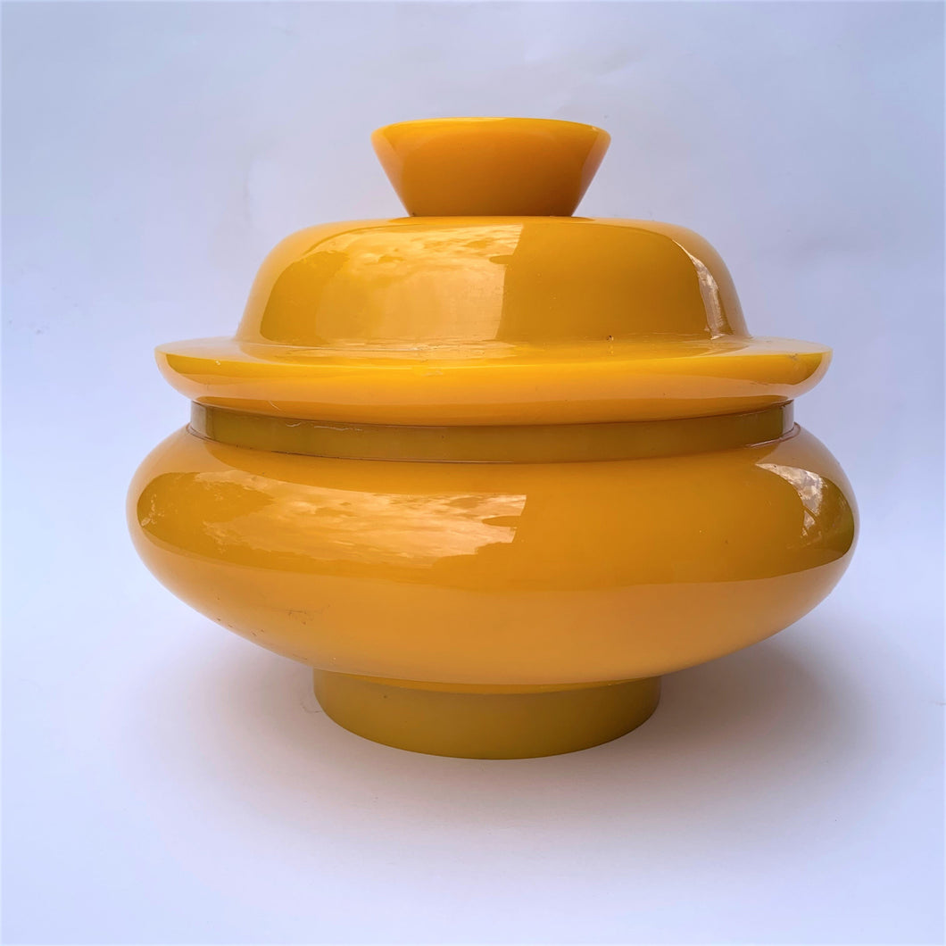 Resin bowl yellow with fitting lid large front