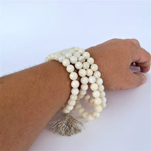 Load image into Gallery viewer, Naga/Conch Shell 108 Prayer Beads (Mala)