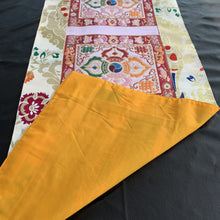 Load image into Gallery viewer, table runner white brocade double vajra back