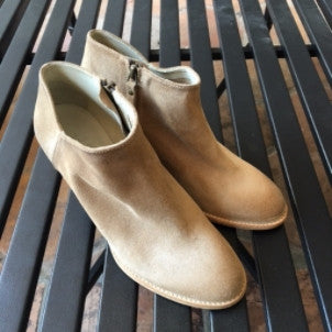 n.d.c (made by hand): Alberta Suede Boots (sughero)