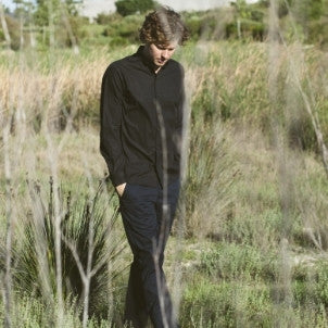 Canvas . Malibu: Micro Wide Collared Button Down (black)