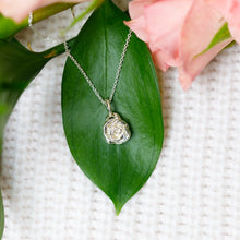 Load image into Gallery viewer, Rose Flower Necklace