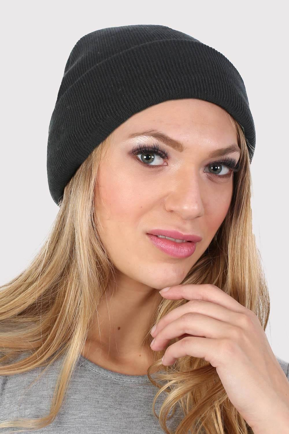 Plain Knitted Beanie Hat in Black 0