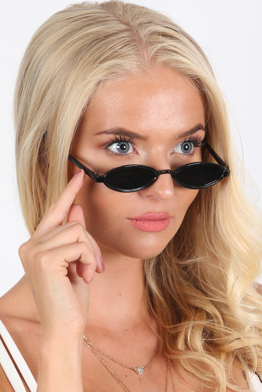 Black Small Oval Retro Sunglasses in Black 0