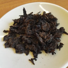 Load image into Gallery viewer, 1998 Menghai Grade 8 Raw Pu'er Tea Cake (20g) / 1998勐海八級大葉普洱青餅茶 (20克)