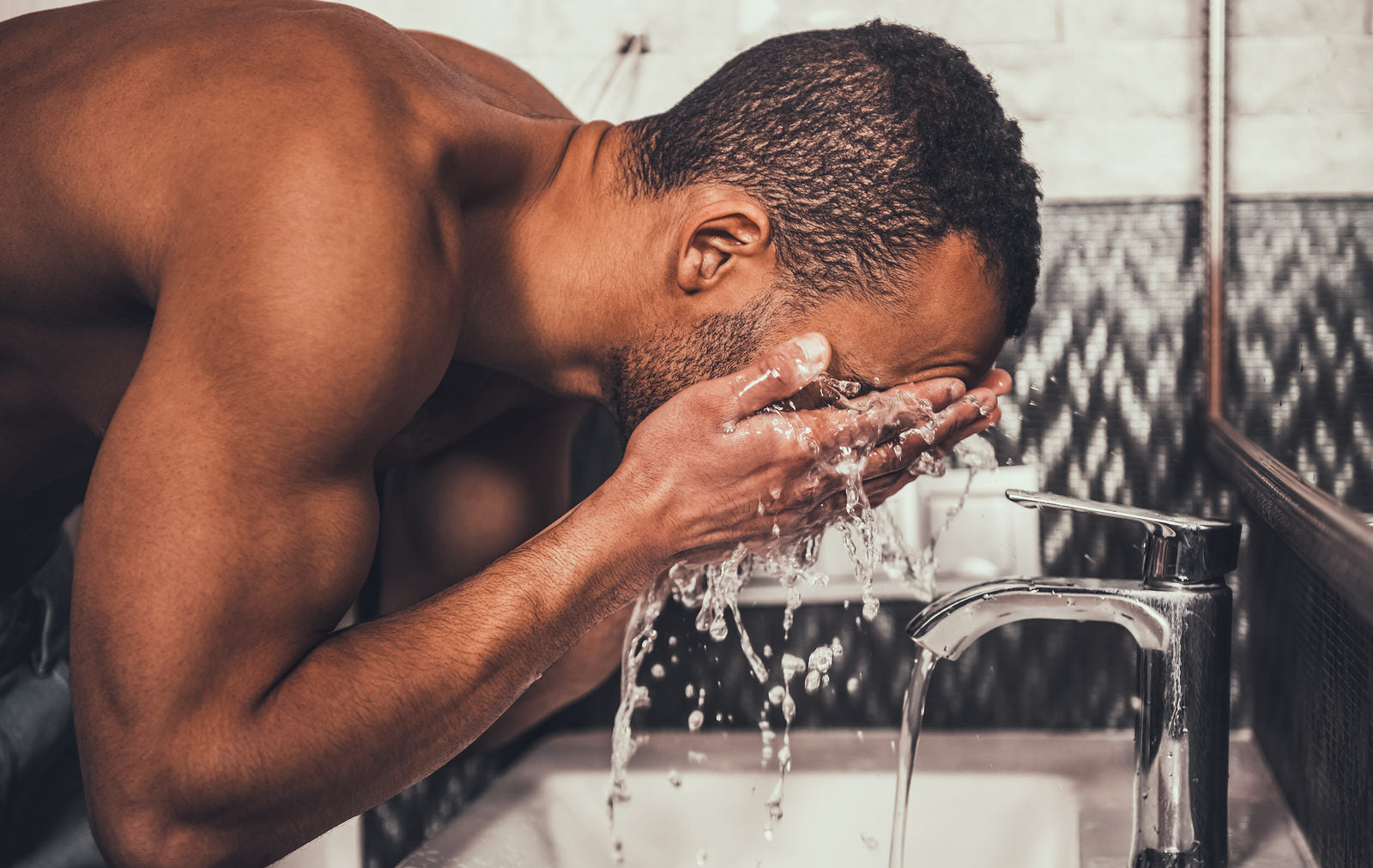 Why & How Men Should Scrub Their Faces
