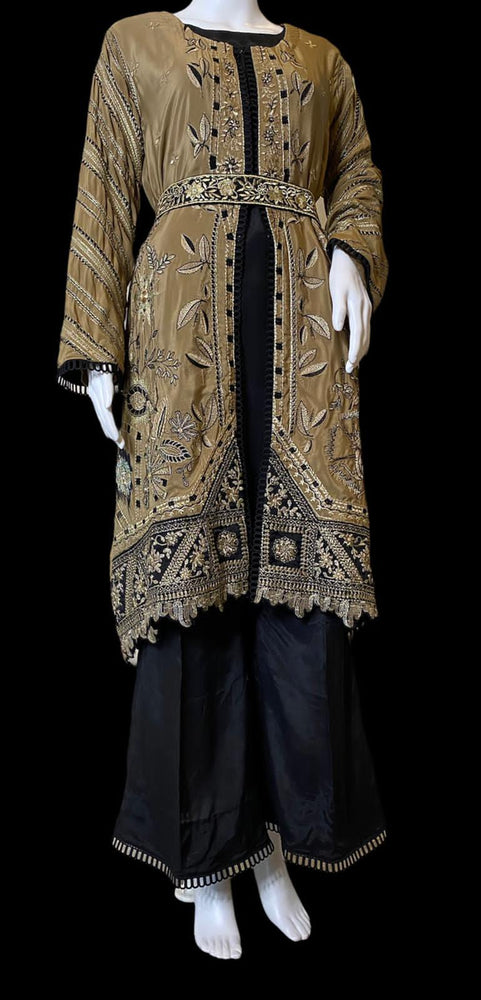 PIZAR'O- A BEAUTIFUL SILK EMBROIDERED OUTFIT - SIZE MEDIUM/LARGE