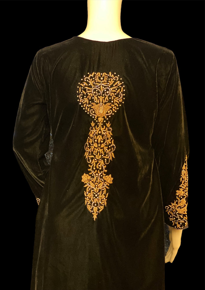 SHAHJAHANI- FULLY EMBELLISHED VELVET OUTFIT WITH DABKA STONE WORK - SIZE MEDIUM