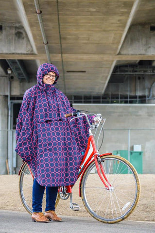 Customer with HappyRainyDays Rain Cape from Le Velo Victoria
