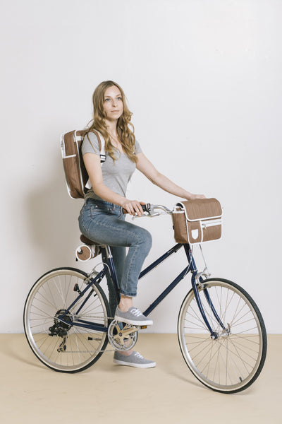 Goodordering Handlebar Bag attached to bicycle with model on bike
