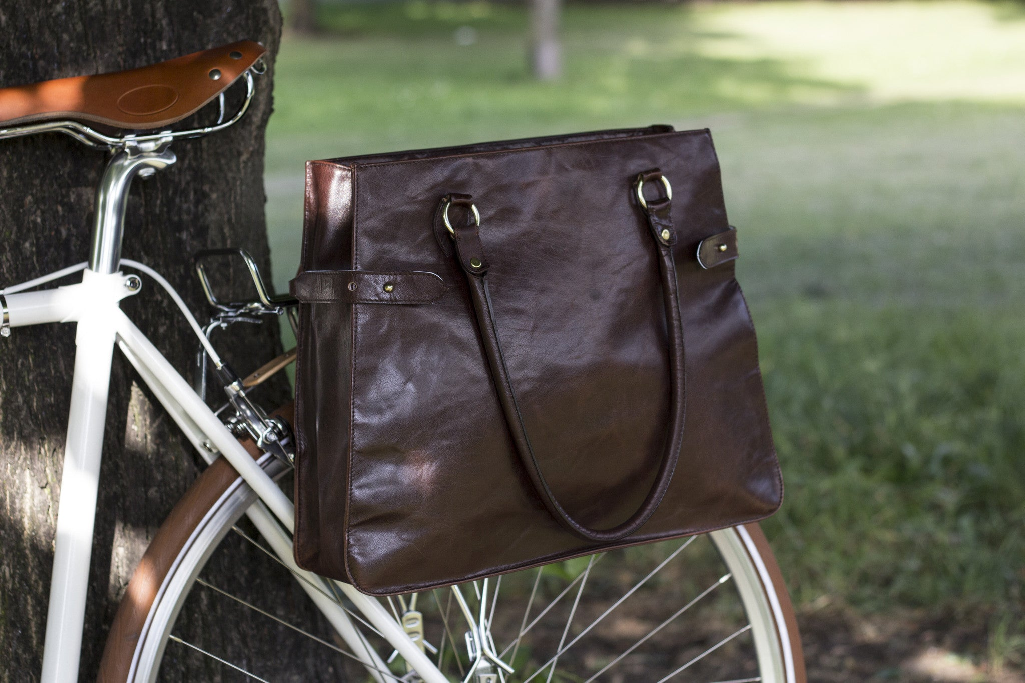 Hill and Ellis Dorothy dark brown leather pannier on a bicycle