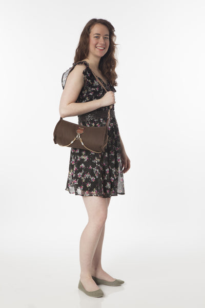 Po Campo Pilsen Bungee Handbag with model holding the bag over her shoulder