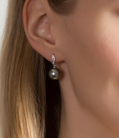 Leaf Black Pearl Earrings in 18k White Gold with Diamonds