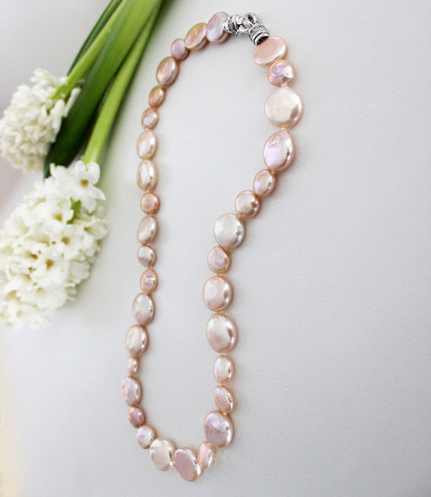 Metropolis Peach Coin Pearl Necklace_3