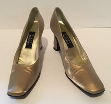 Load image into Gallery viewer, Stuart Weitzman Gold Heels