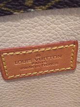 Load image into Gallery viewer, Louis Vuitton Sac Plat Leather Tote
