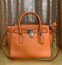 Load image into Gallery viewer, Michael Kors Large Hamilton Traveler