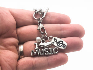 I Heart Music Pearl Treble Necklace