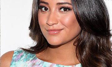 Us: Shay Mitchell - Pretty Little Liars - Uses Jao Refresher!