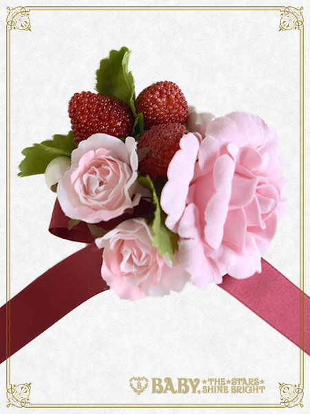 B43OT024 Strawberry Rose Bouquet Brooch