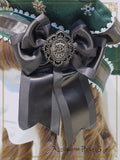 P12OH916 A Snowy Christmas Eve Mysterious Gift Present Ribbon Beret
