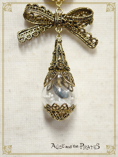 P14AC006 A Dreaming Butterfly's Glass Dome Necklace