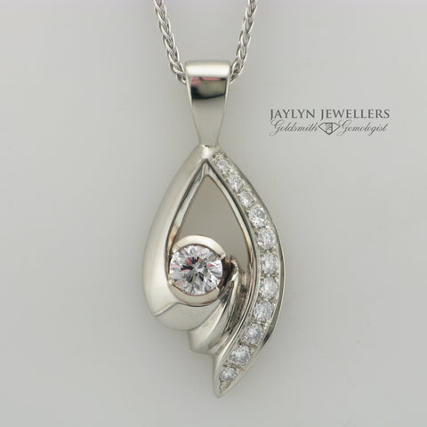 14K White Gold Preloved Diamond Pendant