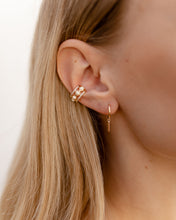 "Laden Sie das Bild in den Galerie-Viewer, Earcuff ""Bold Type"" I Gold"