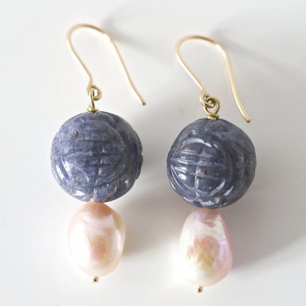 ENGRAVED STONE & PEARL GOLD EARRINGS