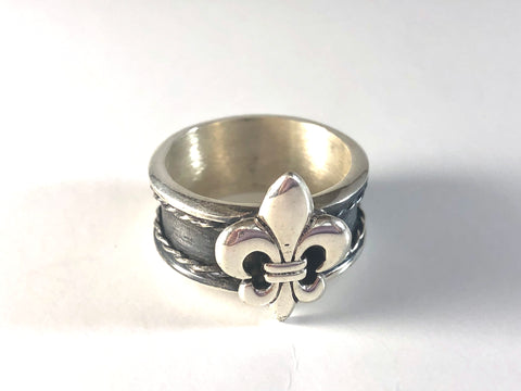 Sterling Silver with Gunmetal Gray Band Fleur-de-Lis Ring