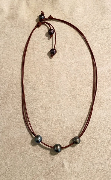 The Traveler Necklace in Peacock Pearl