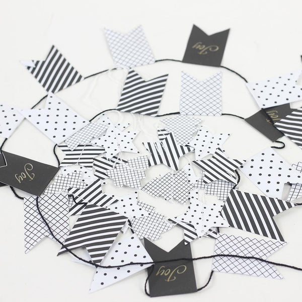 Black and white paper garland - Sunbeauty