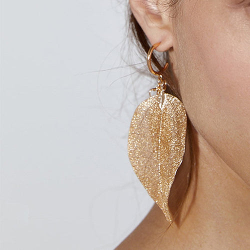 8Seasons Vintage Gold Metal Hollow Leaf Drop Earrings