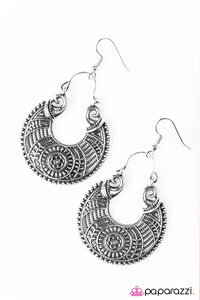 Paparazzi ♥ Moon Flower - Silver ♥  Earrings