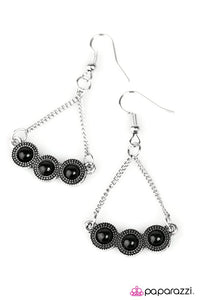Paparazzi ♥ Mountain Music - Black ♥ Earrings