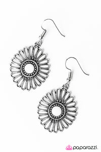 Paparazzi ♥ Forever and A Daisy - White ♥  Earrings