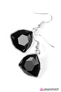 Paparazzi ♥ Turn That Frown Into A Crown - Black ♥ Earrings