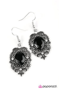 Paparazzi ♥ Royal Outing - Black ♥ Earrings