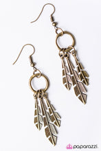 Load image into Gallery viewer, Paparazzi ♥ Pluck Up Your Courage - Brass ♥ Earrings