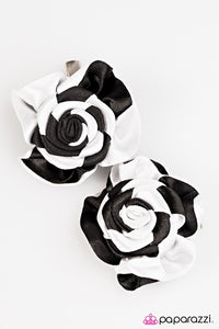 Paparazzi ♥ Check This Out - Black/White ♥ Hair Clip
