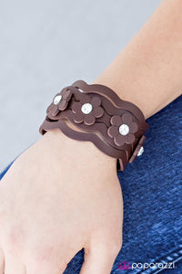 daisy-in-love-brown-p9ur-bnxx-156xx