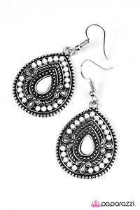 Paparazzi ♥ Dropping Daylight - White ♥ Earrings