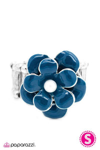 Paparazzi ♥ Fluidly Flowering ♥ Ring