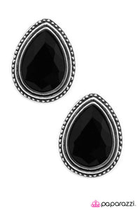 Paparazzi ♥ The Deluxe - Black ♥  Post Earrings