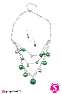 Paparazzi ♥ Classically Captivating - Green ♥ Necklace