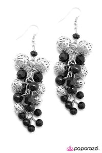 Paparazzi ♥ Classiest Of Them All - Black ♥ Earrings