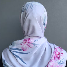 Load image into Gallery viewer, Irdina Scarf