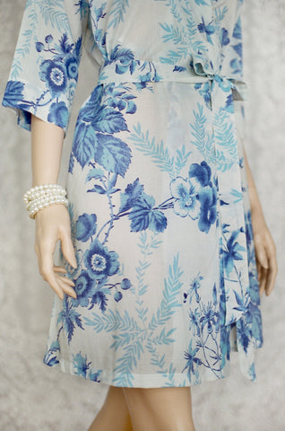 Limited Edition. Chinoiserie bleu. Short cotton robe. Small.