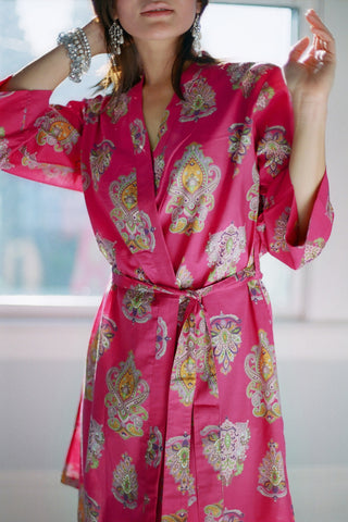 Royal motif. Short cotton robe.